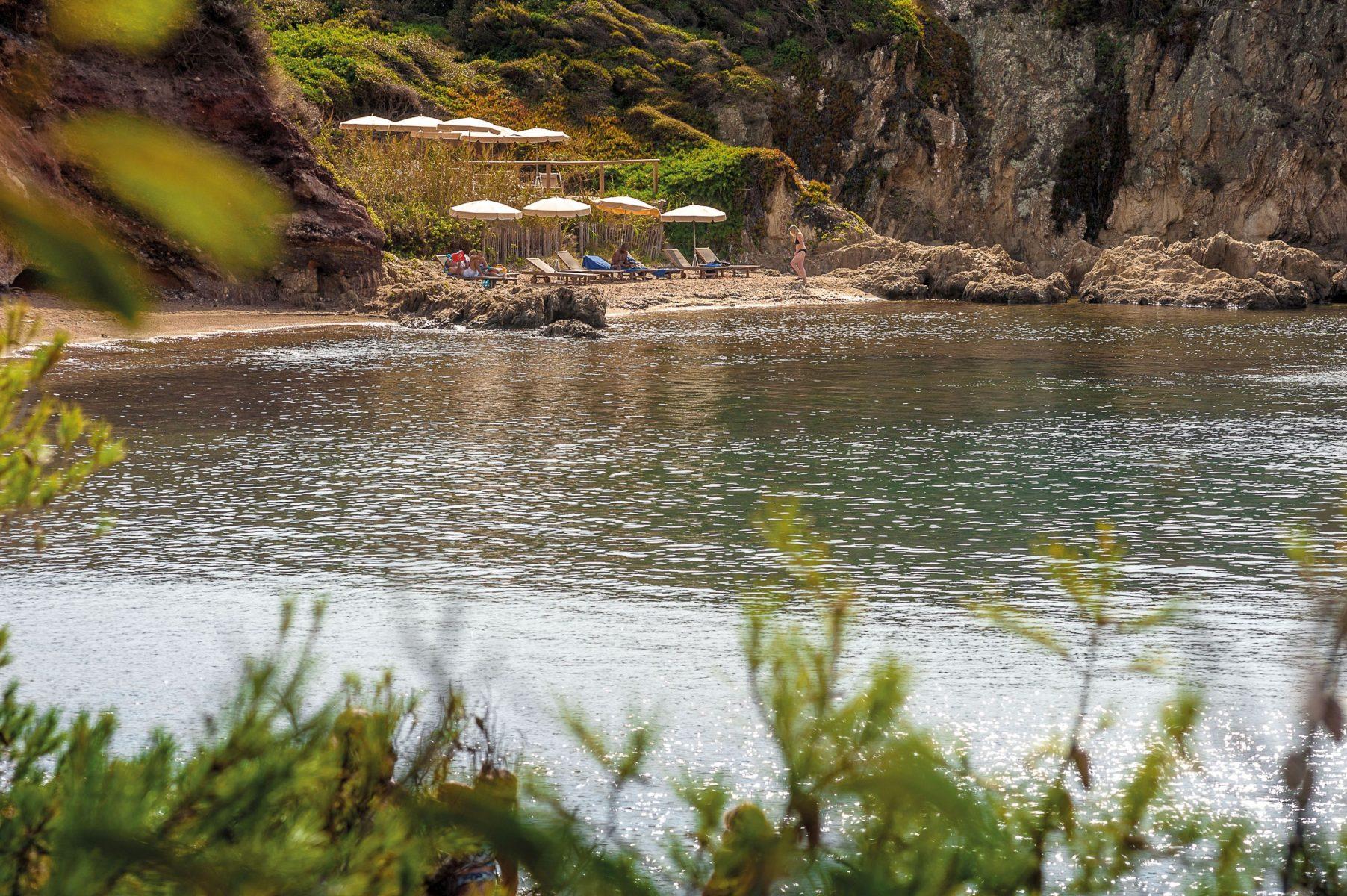 LE MAS DU LANGOUSTIER. Beach 2