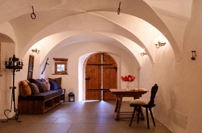 whitedeer-side3-entrance